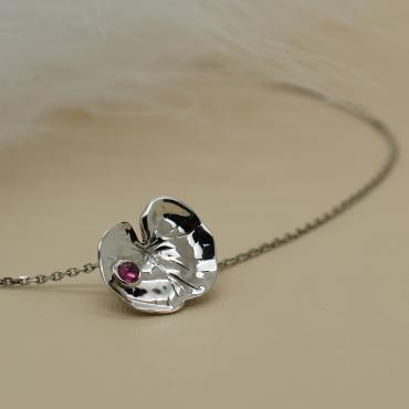 Collier Nénuphar d'or blanc, saphir rose