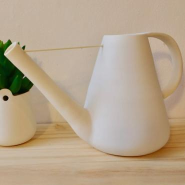 Watering can en porcelaine