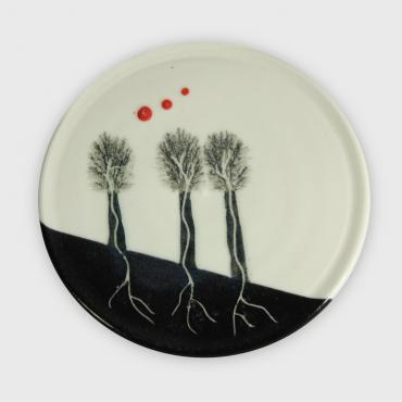 Plate Arbres black with red dots small