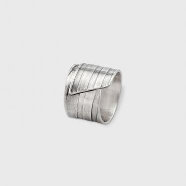 Ring CITY men in ribbed and oxidized silver, thin ribs