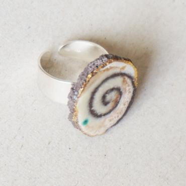 Ring in beige and green enamelled lava