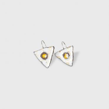 Earrings triangulaires blanches entrelacs d'or