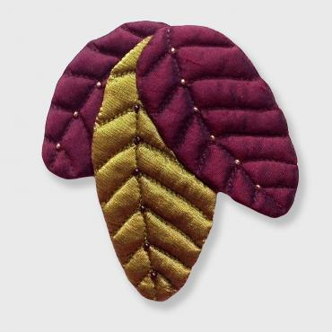 Brooch collection FEUILLAGES 3 Feuilles Plum and olive green