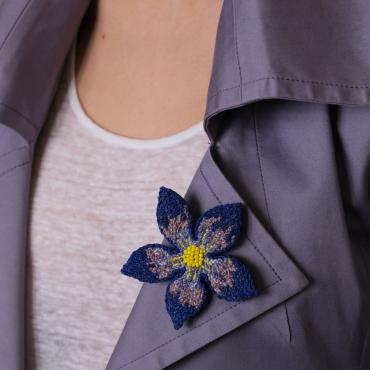 Broche Fleur Bleue (M) - collection Blue mood