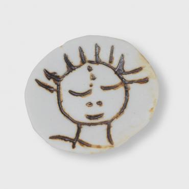 Broche porcelaine collection visage: l'innocence solaire