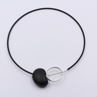 Collier graphik PVC noir