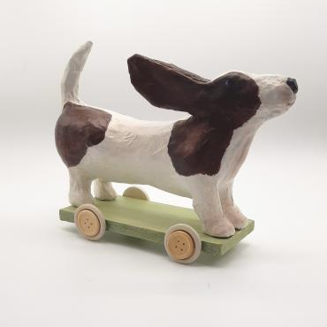Sculpture chien en papier Oxford le basset hound