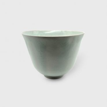 Bow tulipe in celadon porcelainl