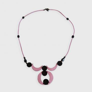 Necklace in leather 13