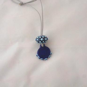 Collier Points sur points bleu