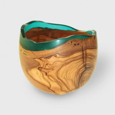 Small salad bowl in olive wood and resin 3