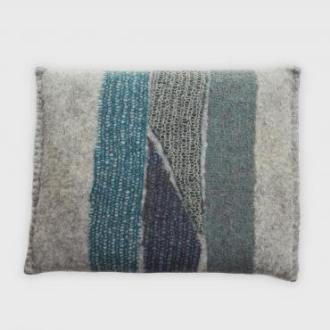 Mesh and felt cushion bleu