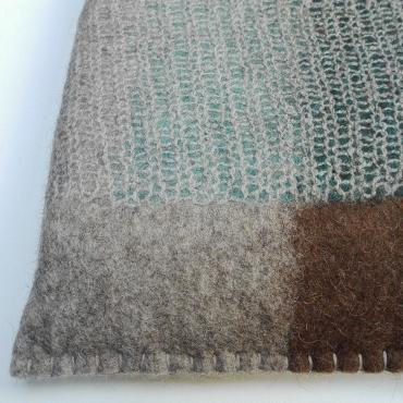 Mesh and felt cushion blue/brown