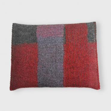 Mesh and felt cushion Plum