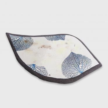 Elegant table mat or tray in enamelled lava