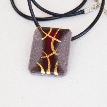 Red mysterious rectangular pendant in enamelled lava