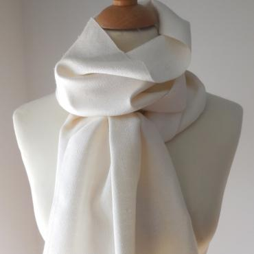Scarf in Silk couleur naturel