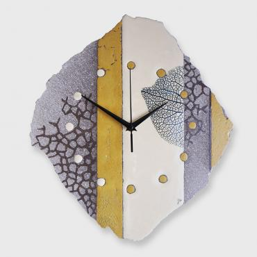 Clock organique destructurée in enamelled lava