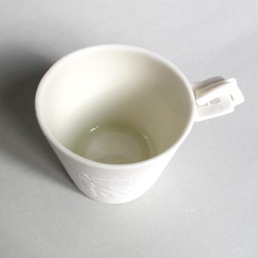Cup jewel in porcelain