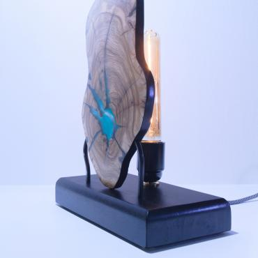 Lamp in olivewood and resin 3