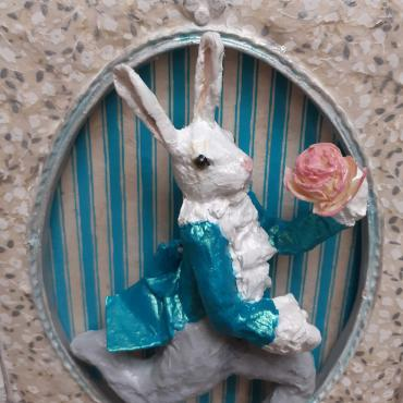 Sculpture papier Lapin d'Alice