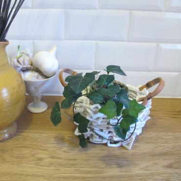Sculpture porcelain basket