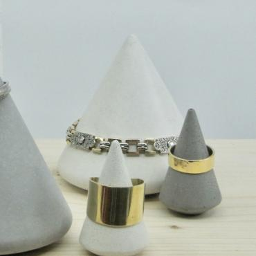Small Ring-holder cone in grey concrete
