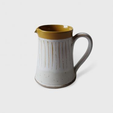 Smal pitcher