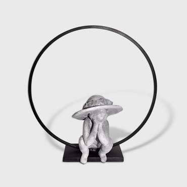 Girl with an hat small sculpture