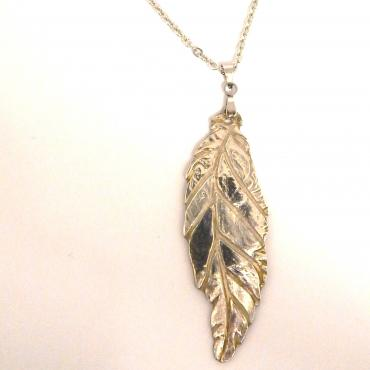 Long necklace leaf