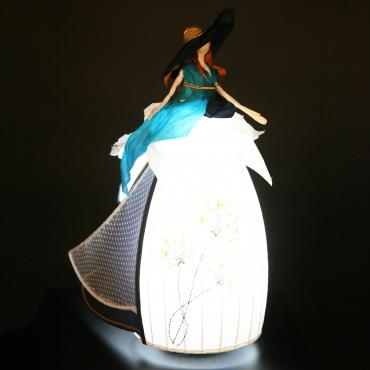 Luminous sculpture Miss chapeauté
