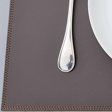 Place mat in leather