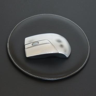 Mouse mat in black leather
