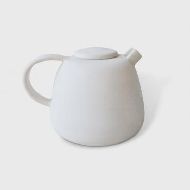 Teapot in porcelain