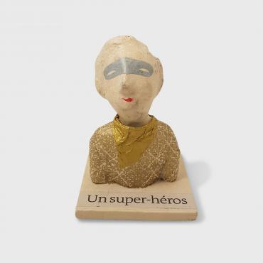 Sculpture papier Un super héros