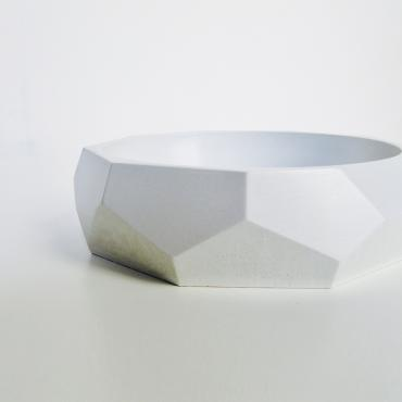 Trinket bowl faceted in white concrete