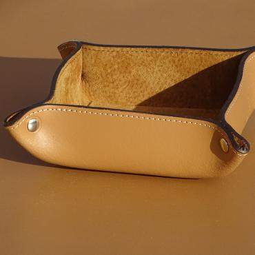Trinket bowl square in leather